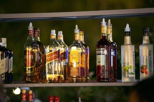 kokteilis, alkoholis
