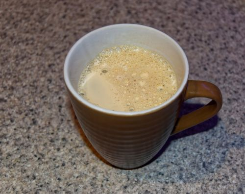 kava,kavos puodelis,puodelis kavos,karštas,aromatas,ruda,putojantis,taurė,gerti,gėrimas,dekanizuota kava,kavinė,šviežias,kofeinas,pusryčiai,puodelis,balta,juoda,stalas,pupos,skystas,kavos pupelės,kavos puodelis izoliuoti,putos,paruošta,atsipalaidavimas
