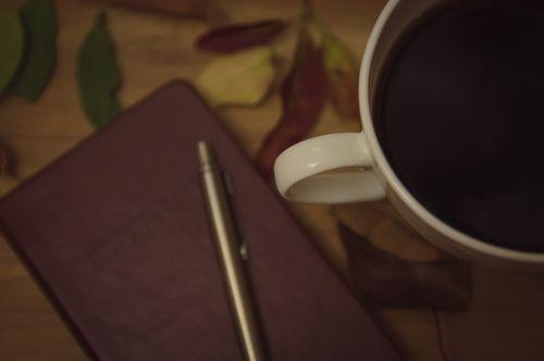 žurnalas, mintis, įkvėpimas, smegenų audra, smegenų audra, rašymas, nešiojamojo kompiuterio, dienoraštis, rašiklis, lapai, mediena, hipster, idėja, idėjos, kava, kavinė, kavinė, gyvenimo būdas, kava