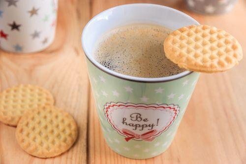 kava,kavos puodelis,taurė,kavinė,porcelianas,putos,šaukštas,pertrauka,kavos putos,spalvinga,aromatas,motyvacija,karštas gėrimas,padengti,skonis,gerti,gomurys klostosi,naudos iš,kavos stalelis,kavos pertraukėlė,keramika,slapukai,pyragaičiai,šiltas,karštas,kvapas,atsipalaidavimas,laisvalaikis