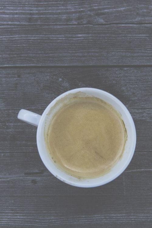 kava,taurė,kavos puodelis,kavinė,kavos putos,aromatas,putos,biuras,stalinis kompiuteris,mediena,stalas,vintage,retro,ištemptas,gastronomija