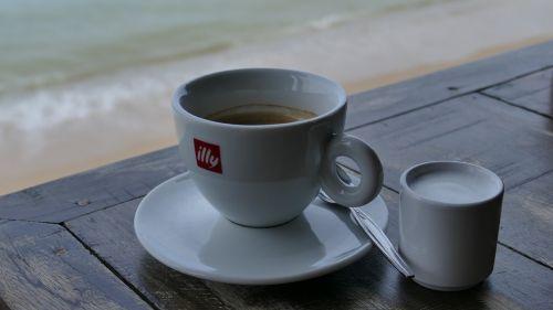 kava,stalas,jūra,taurė,pertrauka,kavos pertraukėlė,pusryčiai,sėdėti,gerti,poilsis,atsipalaiduoti,gerti kavą,restoranas,papludimys,bistro,kavinė