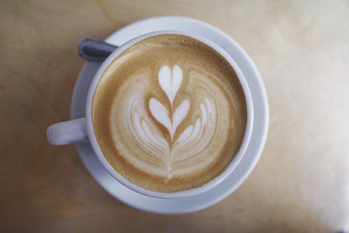 kava,kavos pupelės,latte,menas,garintas,pienas,putos,putos,taurė,lėkštė