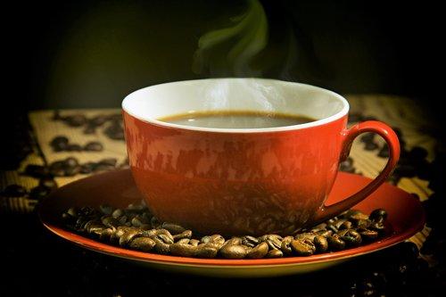 kavos pakaitalai, kavos puodelis, raudona, kavos pupelės, puodelio, pasinaudoti, pusryčiai, kavinė, gerti, aromatas, aromatas, kofeino, karštas