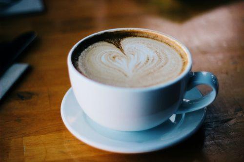 kava,latte,cappuccino,pienas,putos,putos,širdis,taurė