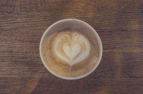 kava,latte,cappuccino,pienas,putos,putos,širdis,mediena