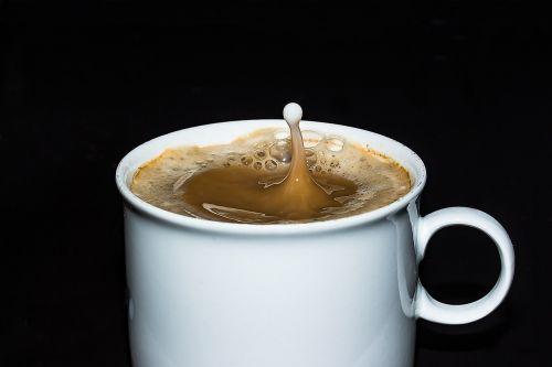 kavos puodelis,taurė,kava,kavinė,putos,kavos putos,lašai pieno,purkšti,lašelinė,judėjimas,kavos pieno mišinys,naudos iš,gerti,saldus,kvapas,skonis,žaliavinis,ruda,kofeinas,maistas,stimuliatorius,karštas