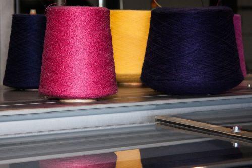 ritė,verpalai,plokščia mezgimo mašina,megzti,visiškai automatinis,automatinis,kompiuteriu valdoma,1993,rožinis,geltona,raudona,violetinė,veidrodis