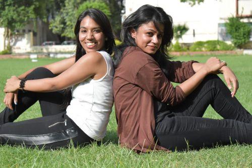 kolegijos merginos,jaunas,Draugystė,bubblies