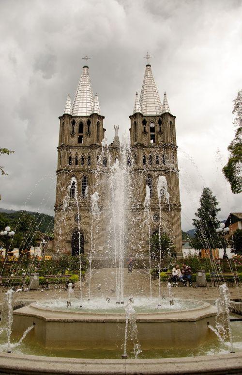 Kolumbija,jardin,kavos zona,bažnyčia,architektūra,bazilika,katalikų,katalikai,Romos katalikų,neogotika,fontanas