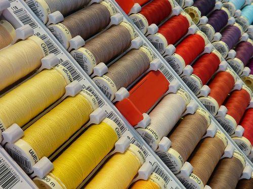 spalvinga,sriegis,spalva,spalvoti siūlai,spalvos ritė,pleistras,verpalai,ritės ritės,rankų darbas,apranga,Rankinis darbas,adata,siūti,Siuvimo siulas,Roll,schneider,siuvimas
