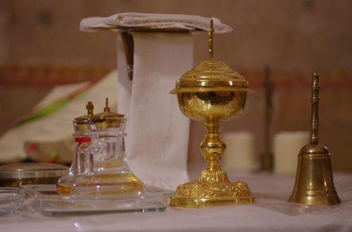 bendrystė,bažnyčia,čalis,altorius