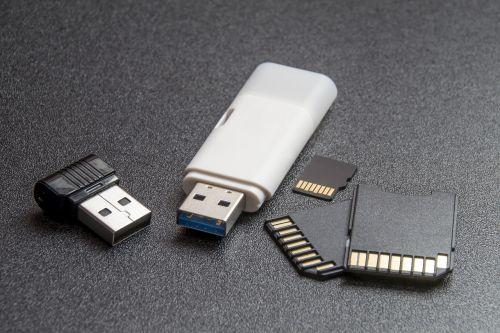 kompiuterių priedai,kompiuteriai,elektronika,įrangos fotografas,flash atmintinės,atmintis,aukštųjų technologijų,izoliuotas,makro,atminties kortelė,Atmintukas,moderni žiniasklaida,balta atmintis