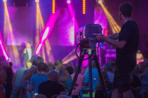 koncertas,apšvietimo dizaineris,apšvietimas,vakaras,dainininkė,technikas,Rodyti,naktis
