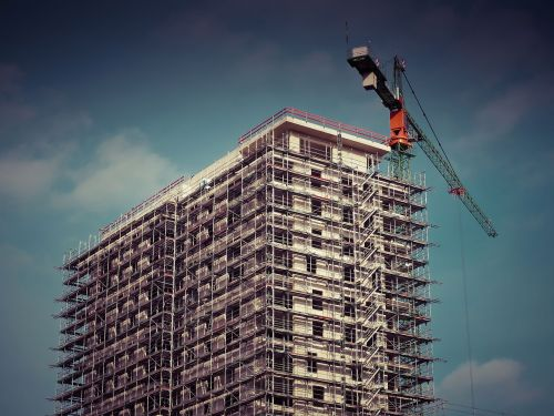 statyba,statyti,pastoliai,svetainė,pastatas,architektūra,statybos darbai,namo statyba,statybos kranai,lukštas,baukranas,darbas,Nekilnojamasis turtas,pastoliai,gyvenamoji statyba,miestas,miesto