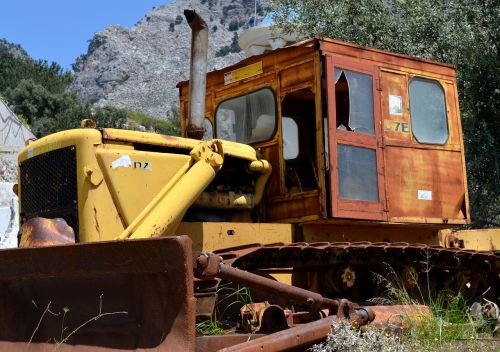 statybinė transporto priemonė,statybos mašina,buldozeris,vikšras,senas,senoji mašina,rusvas,atmesta,laužas,skaidrių,mašina,istoriškai,metalas,prietaisas,vikšrinė mašina,rusted,geležis,senas prietaisas,išėjęs į pensiją