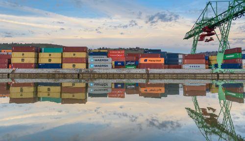 konteineris,uostas,konteinerių terminalas,konteinerių vežimėlio kranas,konteinerių platforma,prekių tvarkymas,konteinerių tvarkymas,neckar,štutgartas,dangus,mėlynas