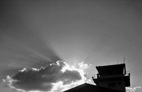 bokštas, aukštas, debesis, saulė, sijos, juoda, balta, valdymo bokštas ir debesis