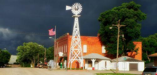Cordova,nebraska,Miestas,miesto,vėjo malūnas,tamsus dangus,tamsūs debesys,audringas,panorama,vėliava,lauke,gatvė,transporto priemonės