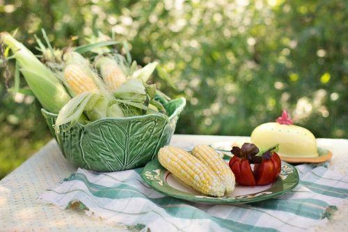 kukurūzai,kukurūzai ant dubens,maistas,geltona,daržovių,šviežias,cob,žalias,sveikas,gamta,saldus,ekologiškas,kukurūzai,Žemdirbystė,grūdai,vasara,cukriniai kukurūzai,natūralus,derlius