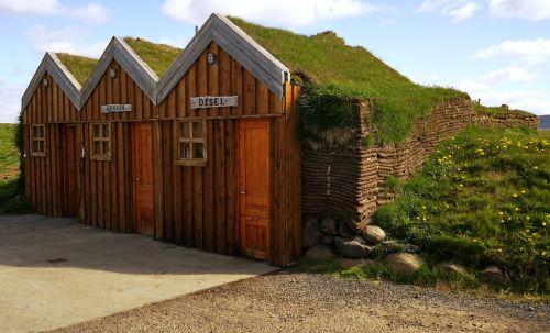 kotedžai,durpės,molis,žolės stogas