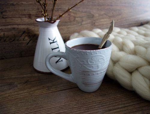 kaimo stiliaus stilius,karštas,šokoladas,šiltas,karštas šokoladas,gerti,gėrimai,karštas šokolatas,Diy,skanus,taurė,schokotrunk,bagažinė,atšilimas,vilnos,antklodė,megzti,apdriskęs,forsitija