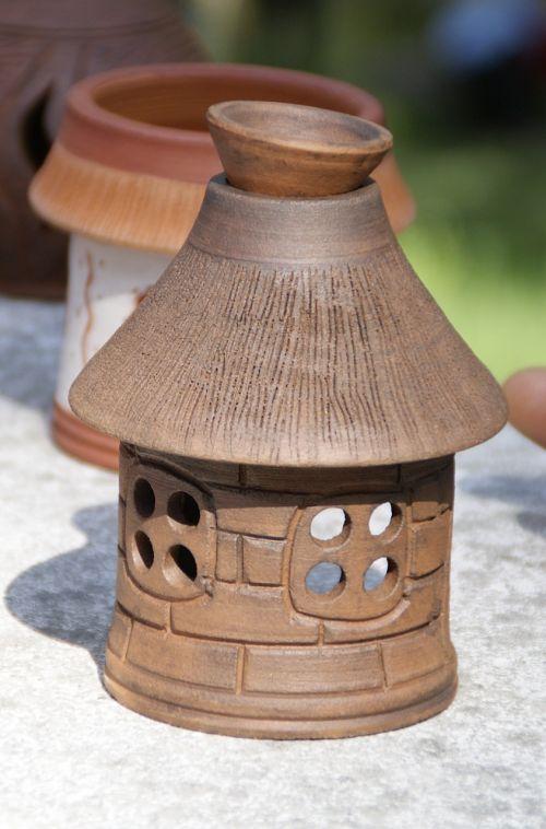amatai iš molio,ugnis molio,keramika,meistras,indai,druskinė,originalus namas