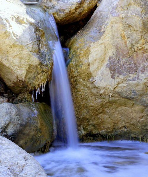 upelis,reaktyvinis,vanduo,šaltinis,skaidrus vanduo,gėlas vanduo,Tyras vanduo,burbuliukai,gamta,kristalinis vanduo,Grynumas