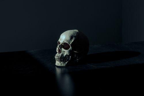 creepy,tamsi,baisus,baugus,kaukolė