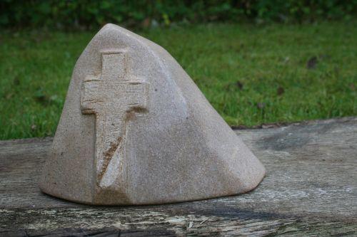 kirsti,muilo akmuo,gedulas,memorialinis akmuo,paminėti,akmeninis kryžius,laidojimo vieta,paskutinė ramybė,grabschmuck