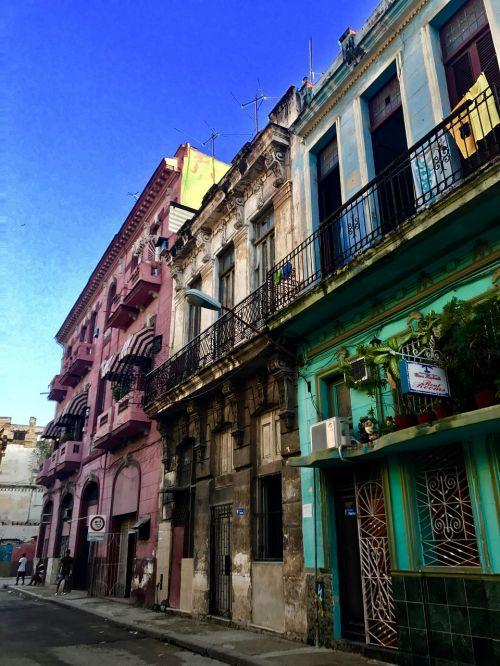 Kuba,gatves,spalvinga,saulėlydis