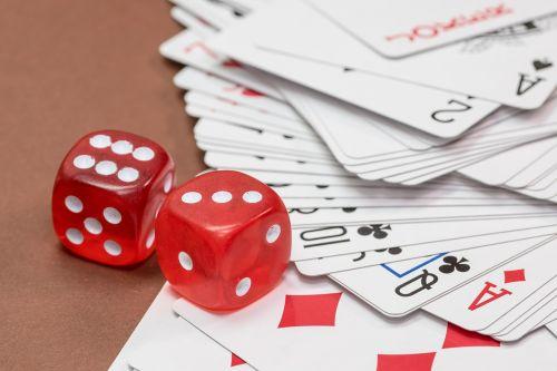 kubas,azartiniai lošimai,kortų žaidimas,nuleisti kauliukus,kortelės,Žaidžiu kortomis,širdis,pokeris,žaisti,rummy card,dešimt,rummy,pik,žiūrėti,serijos,seka,pokerio veidas,deimantai,karalius,kirsti,ace,trumpas,karūna,įsakymas,žaidimų priklausomybė,priklausomybe,kazino,žaidimų bankas,pelnas,laimėti,žaidimų stalas