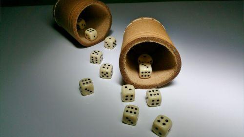 kubas,purtyklė,sėkmė,azartiniai lošimai,gesellschaftsspiel