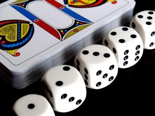 kubas,kortelės,JASS kortelės,kortų žaidimas,strategija,žaisti,vieta,laimėti,prarasti,kazino