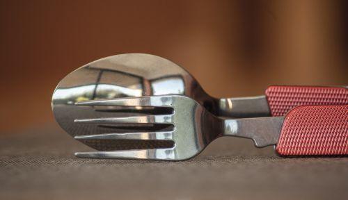 stalo įrankiai,šakutė,šaukštas,dantys