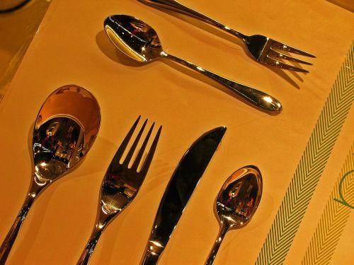 stalo įrankiai,šaukštas,šakutė,peilis,arbatinis šaukštelis,metalas,valgyti,chromas,pietauti,blizgantis,padengti,fonas,stalo įrankiai,kavos šaukštas,virtuvės indai,blizgesys,stalo danga,gastronomija,poliruotas