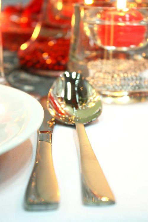 stalo įrankiai,indai,stiklas,porcelianas,balta,valgyti,įvykis,Vestuvės,sidabriniai stalo įrankiai,peilis,šakutė,metalas,įrankiai,šaukštas,tarnauti,valgymas