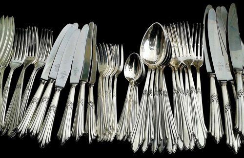 stalo įrankiai,stalo įrankiai,peilis,šakutės,šaukštas,sidabro dirbiniai,sidabriniai stalo įrankiai,graviūrų,papuoštas,Senovinis,sidabras,metalas,taurieji metalai,arbatinis šaukštelis