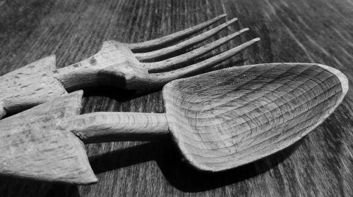 stalo įrankiai,mediniai pjovimo įrankiai,šaukštas,šakutė,mediena,medinis šaukštas,medinis šakutė,biudžetas,virtuvė,salotų serveriai,virtuvės stalo įrankiai