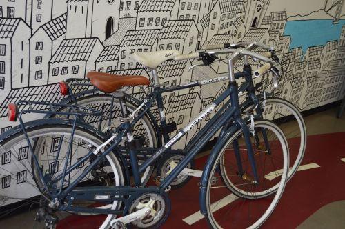 dviračiu,dviračių parduotuvė,parduotuvė,miestas,menas,dviračių takas,ratas,siųsti,balnas,moteriškas dviratis,padangos,Nyderlandai,dviračių grandinė,karoliai,dviračių šalis,gatvė,studentai,transportas