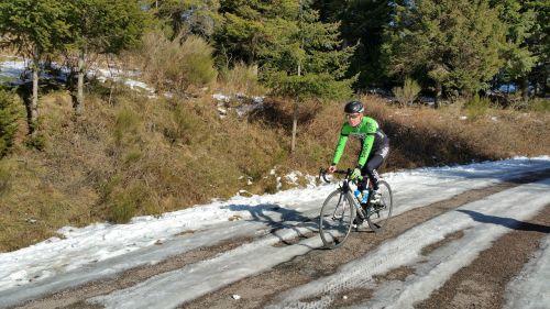 dviratininkas,dviračiu,sniegas,kraštovaizdis,žiema,medžiai,ledas,kalnų peizažas,Sportas,snieguotas kelias,snieguotas kraštovaizdis,šaltas,taikus,ramybė