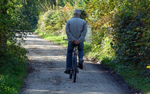 dviratininkai,asmuo,atskirai,laisvalaikis,atsigavimas,šventė,dviratis,dviračiu,dviračių kelionė,pasivažinėjimas dviračiu,ratas,toli,dviračių takas