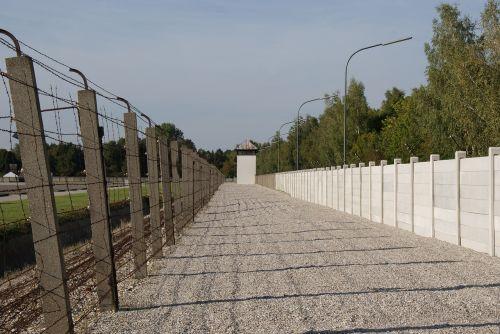 Dachau koncentracijos stovykla,sienos,tvora,teisingumas,integracija,todestitreifen