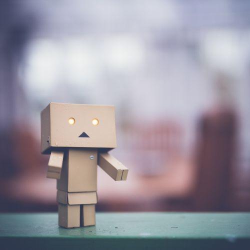 danbo,liūdnas,menas,dėžė,kartonas,robotas