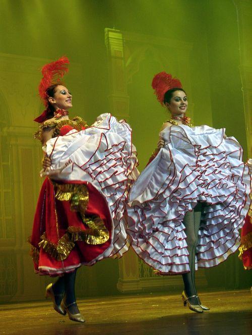 šokis,sijonas,Lady,kojos,scena,spektaklis,kabaretas