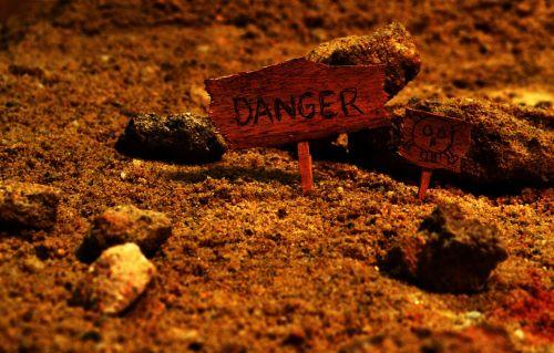 pavojus,pavojingas,prarastas,rizika,ženklas,dėmesio,piktograma,įspėjimas,simbolis,atsargiai,grėsmė,pavojus,blogai,pavojingas,paslaptis,mįslingas