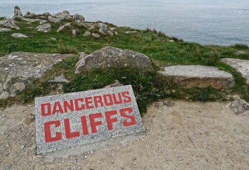pavojingas,uolos,pavojus,ženklas,aukštas,pavojus,įspėjimas,budrus,saugotis,kraštas,riba,rizika,saugumas,sustabdyti,dėmesio,atsargiai,pavojus,įspėjamasis ženklas,granitas