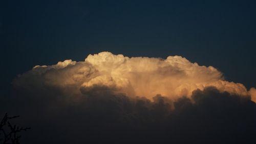 tamsūs debesys,debesis,debesys,debesų danga,oras,gamta,dangus,mėlynas,lietaus debesys,dangaus debesys,debesys kļębiasta,giedras,orų prognozė