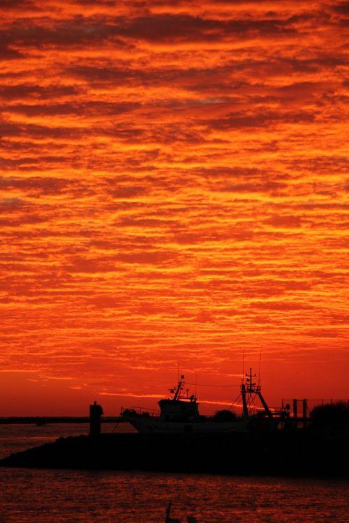 aušra,puntadelmoral,Ayamonte,pabudimas,saulėtekio peizažas,raudona aušra,Ispanija,Andalūzija,costa,jūra