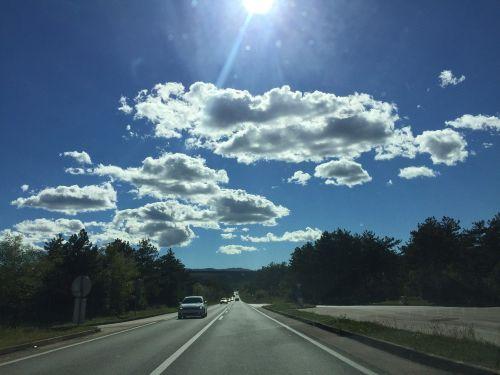 dienos šviesa,saulė,šviesa,saulės šviesa,saulės šviesa,saulėtas,dangus,kraštovaizdis,lauke,šviesus,natūralus,mėlynas,šviesti,diena,pavasaris,kelionė,miškas,scena,debesis